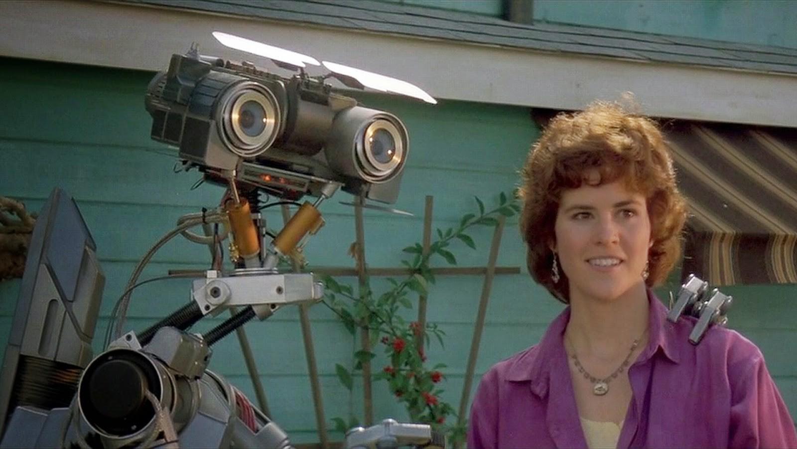 Разряд молнии попадает в робота под номером 5, и он оживает наподобие создания Франкенштейна. Вся шт