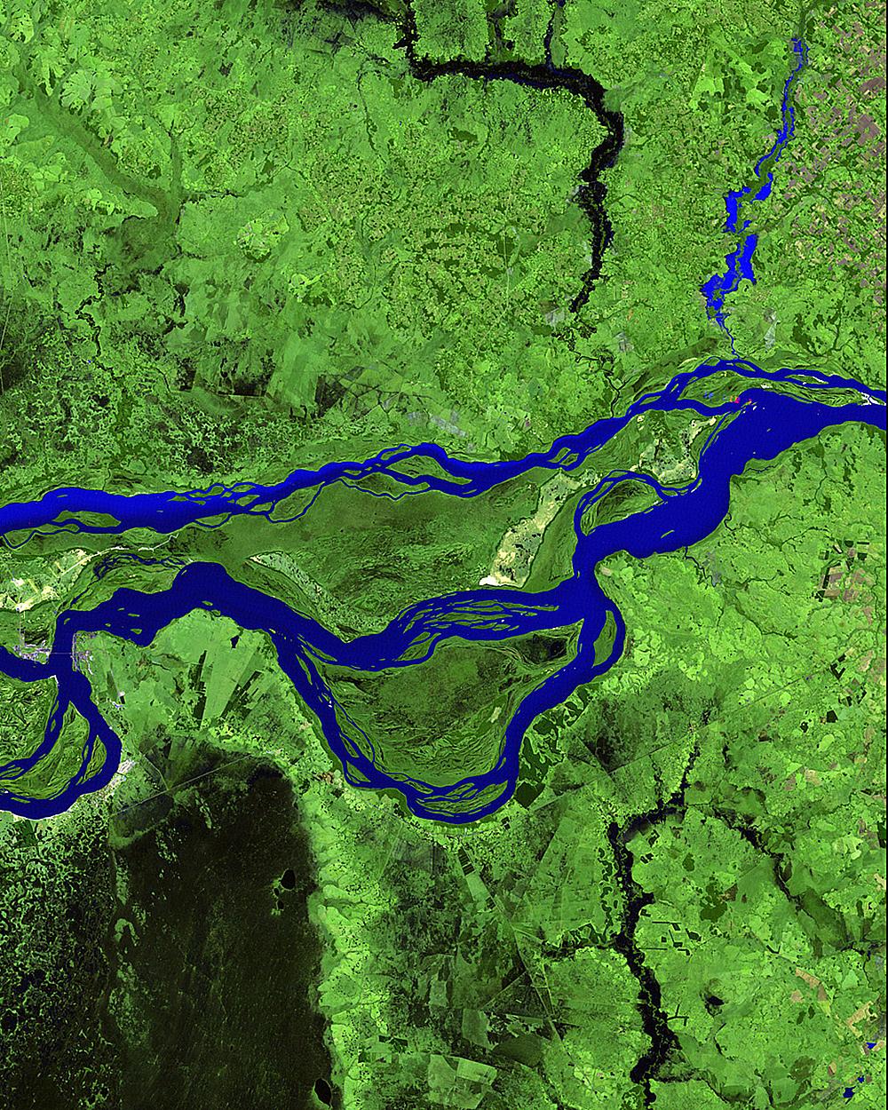 Изображение 1985 года показывает часть системы рек вскоре после того, как началось строительство ста