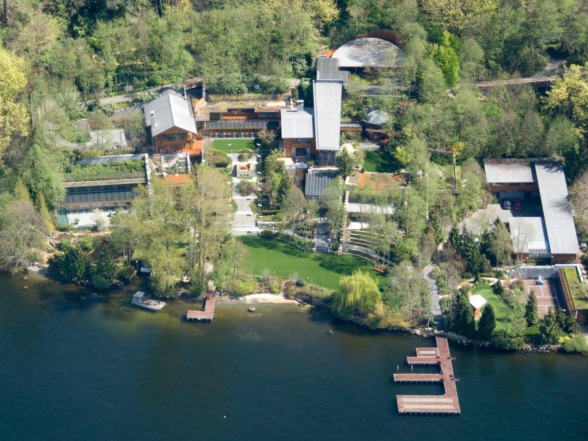 На сегодняшний день стоимость имения составляет 123 млн долларов. Гейтс купил этот лот в 1988 году з