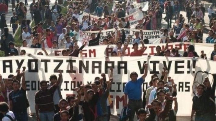 ВМехико десятки тыс. человек вышли намитинг против однополых браков