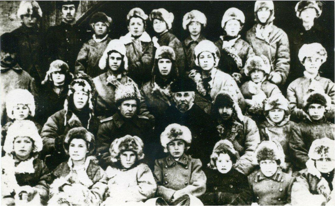 27. Группа старших мальчиков в Петропавловске (Коровинский приют) зимой 1918-19 гг.