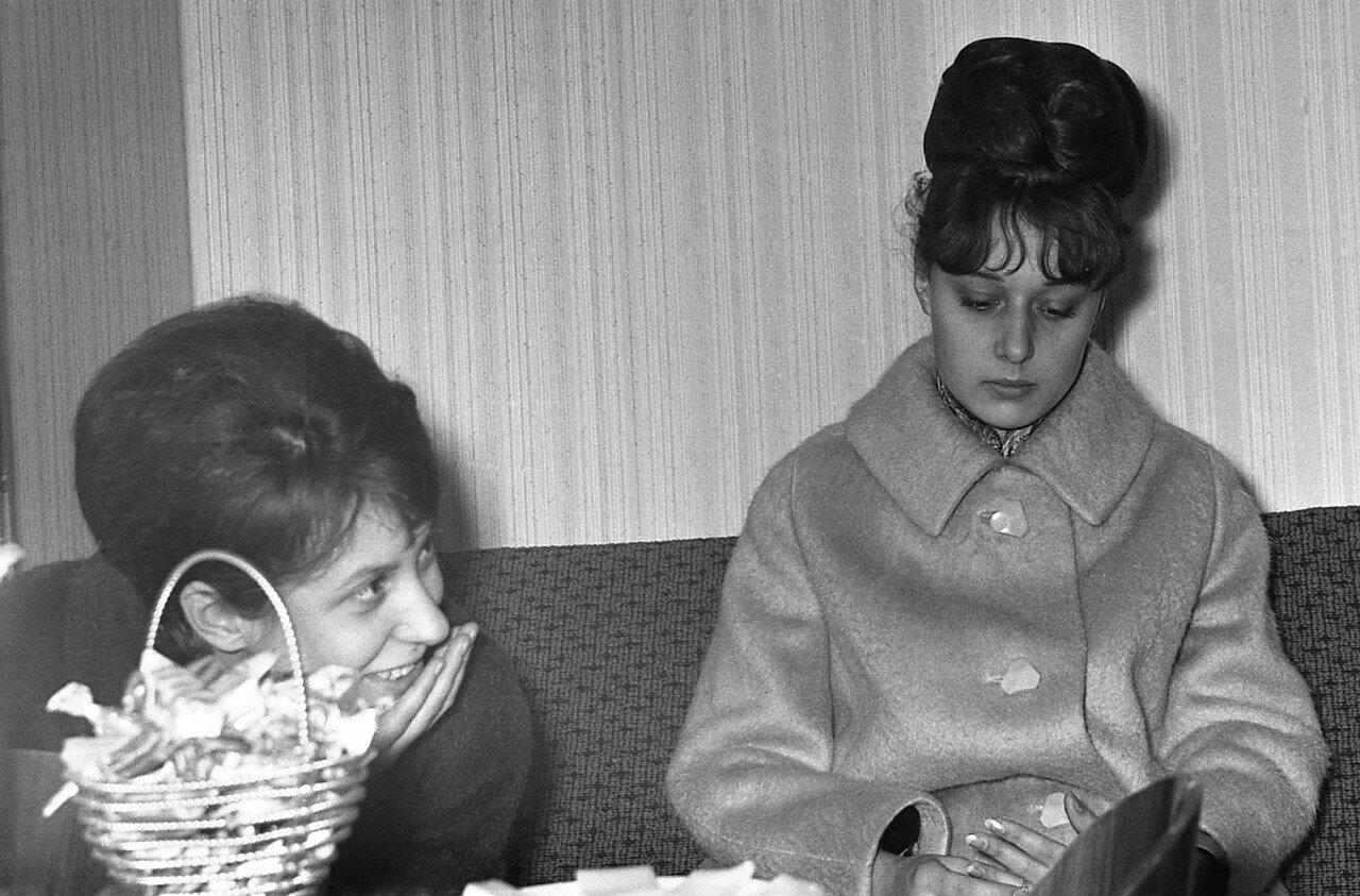 14. Таня Краснова и Наташа Бойко