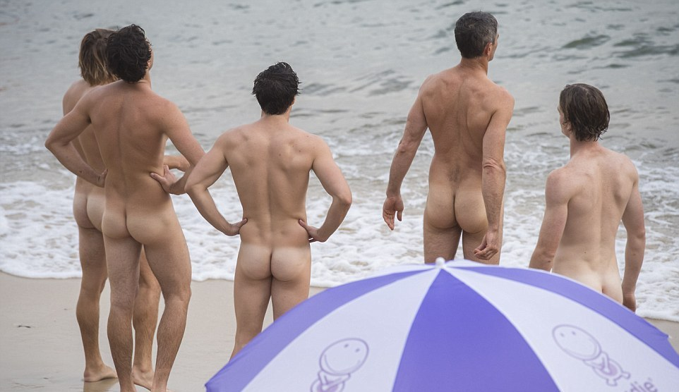 Более тысячи голых пловцов на пляже в Сиднее