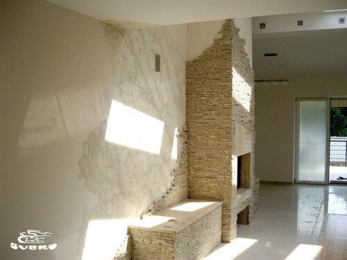 008. холл, камин, натуральный камень, декоративная штукатурка