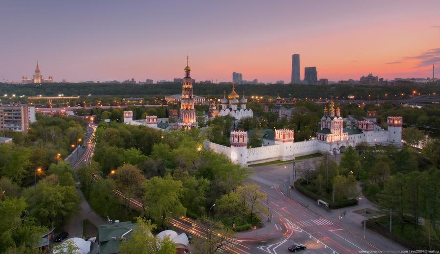 8. Вид на Новодевичий монастырь, Москва. Май 2012