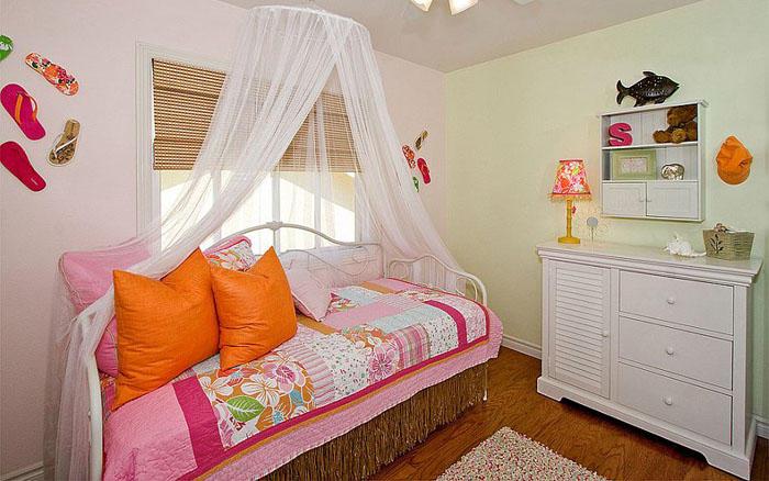 14. Яркая спальня от Style On a Shoestring