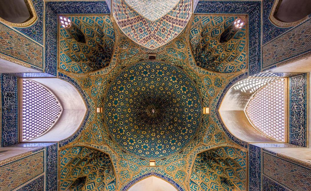 Мечеть Вакиль была построена в 18-м веке в Ширазе, Иран. Мечеть занимает площадь 8,660 квадратных ме