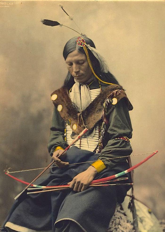 Стрела Орла. Мужчина племени сиксика. Монтана, начало 1900-х.
