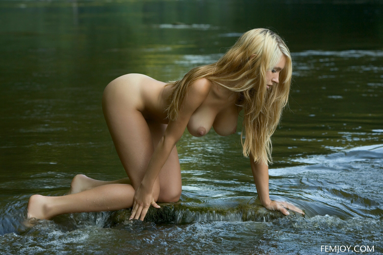 Мокрых девчонок пост