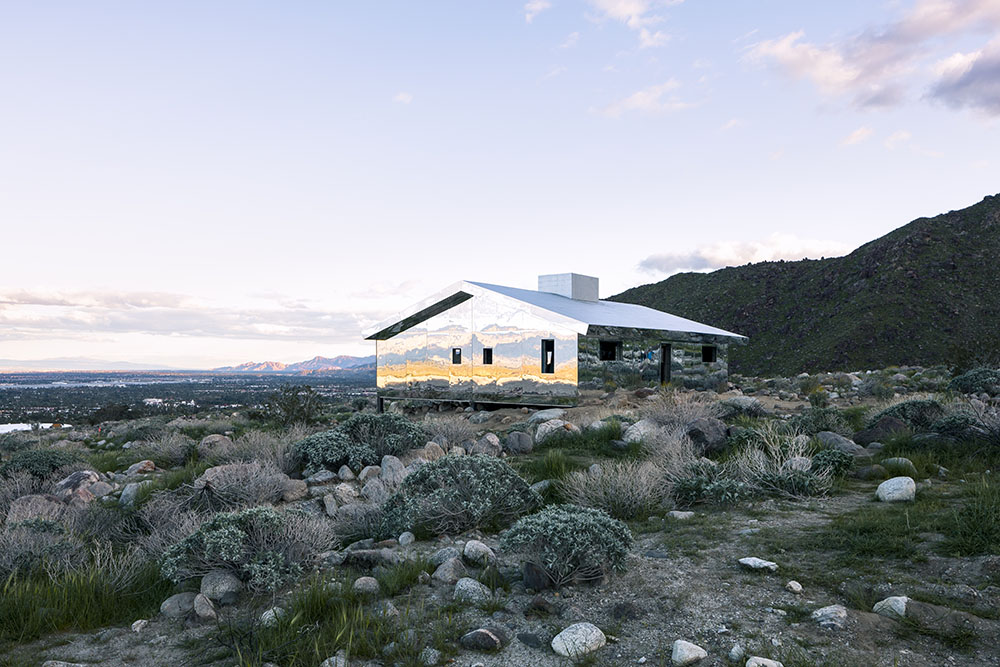 Mirage: A Suburban American House Retrofitted with Mirrors Reflects the Mountainous California Desert (8 pics)