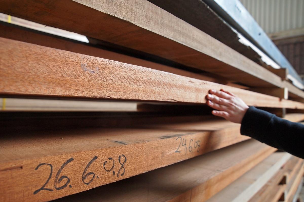 Подготовка древесины для производства роялей Steinway & Sons, редкие сорта древесины, сушка древесины