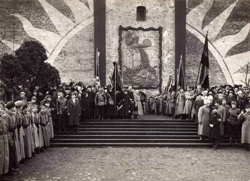 557483 Открытие мемориальной доски на Красной площади 1918.jpg