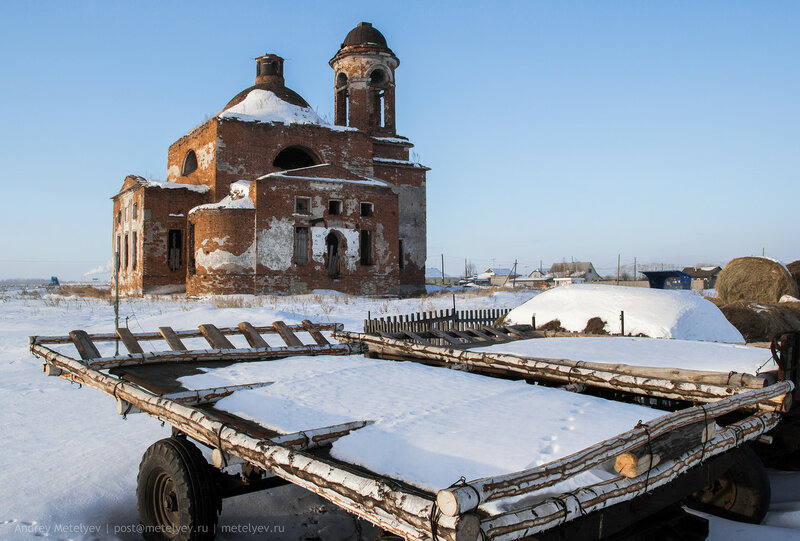 телега и храм в селе Травянское