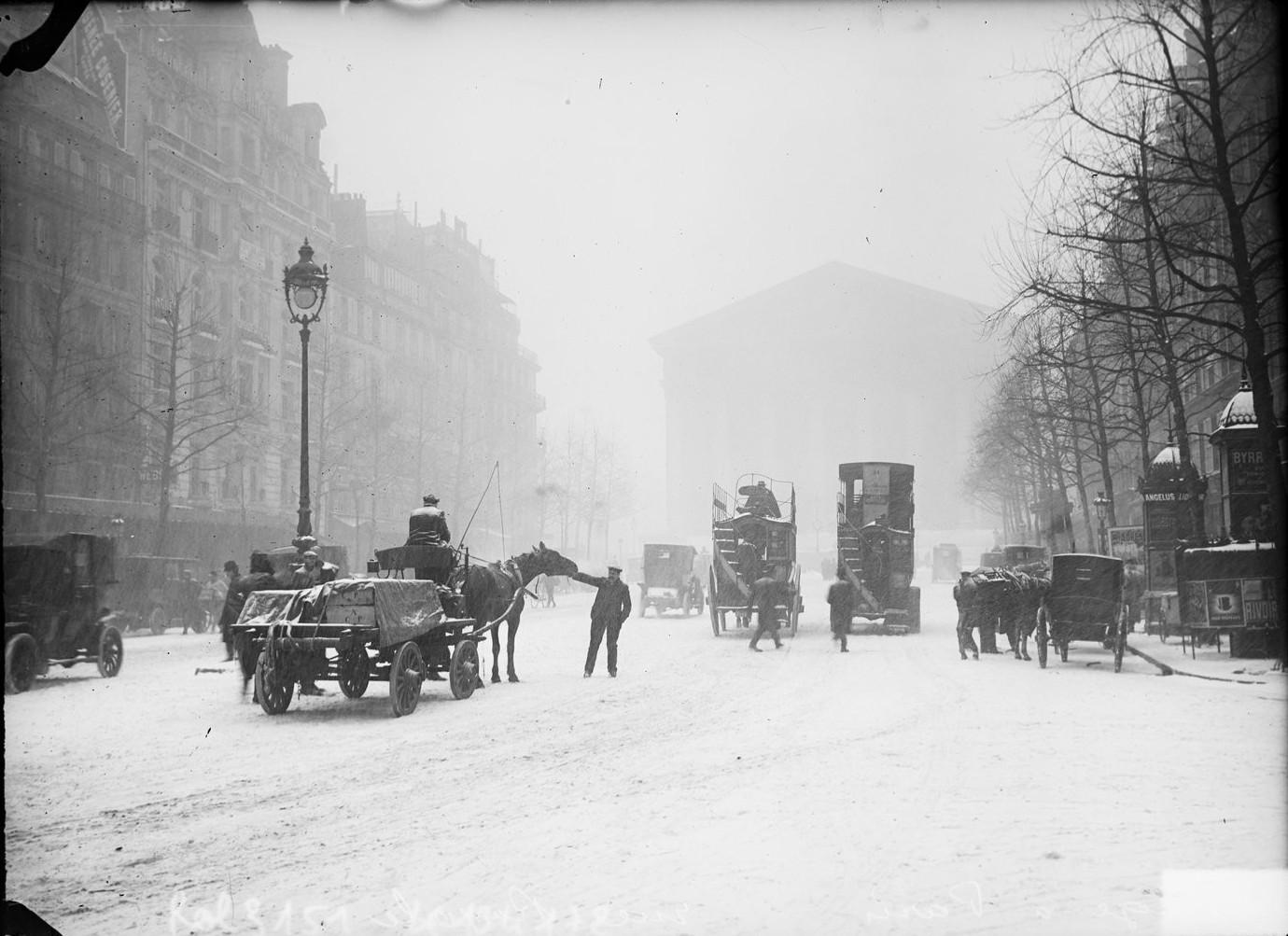 1908. Рю Руаяль возле церкви Мадлен
