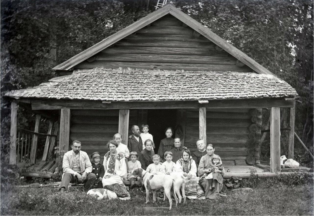 1897. В деревне. Борис Востряков с родными и соседями