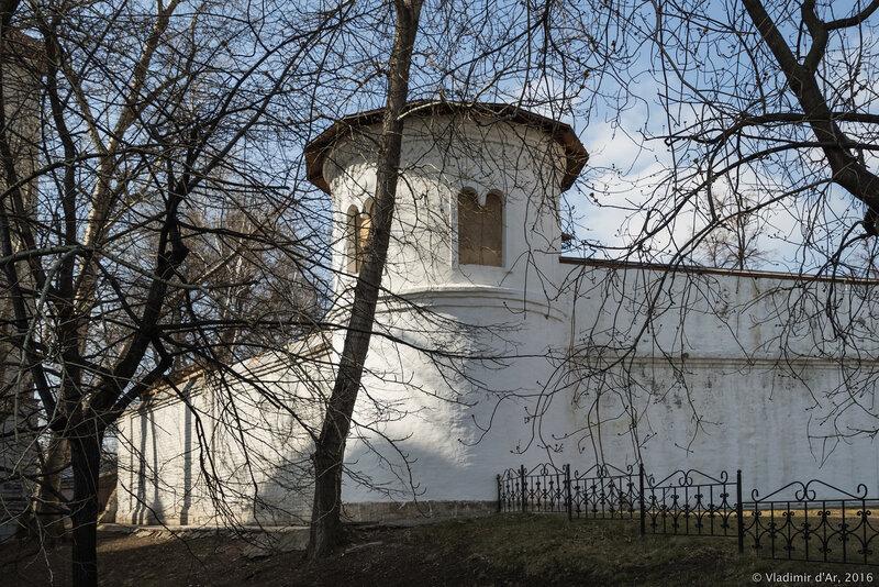 Башня хозяйственного двора. Новоспасский монастырь.