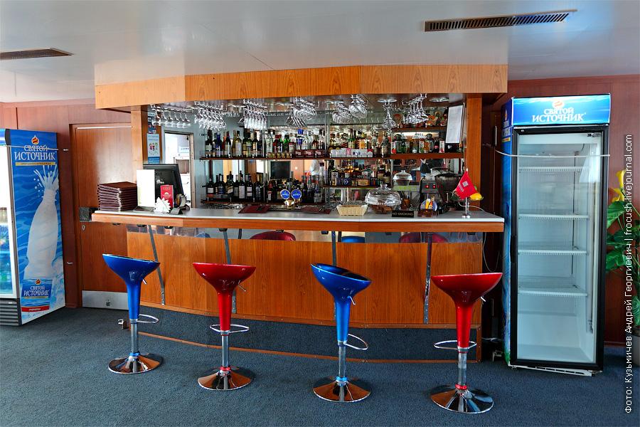 Бар-ресторан «Нева» в кормовой части шлюпочной палубы. теплоход «Кронштадт»