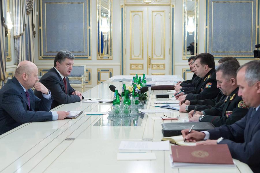 Порошенко, Турчинов и генералы.png