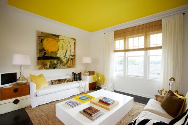 Согласно одному изсамых распространенных мифов омаленьких комнатах, потолок всегда должен быть бел