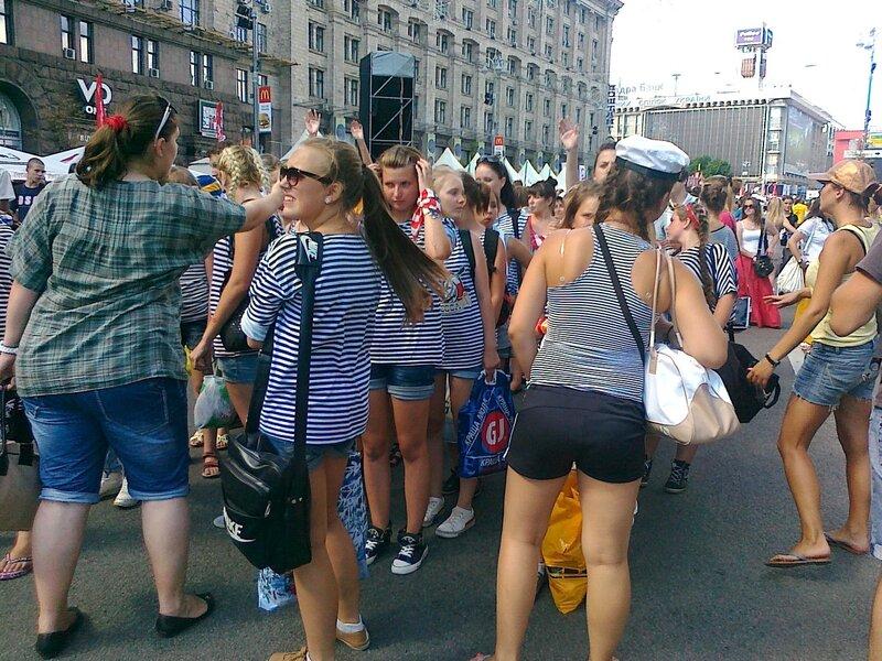 Группа поддержки украинской сборной готовится к параду