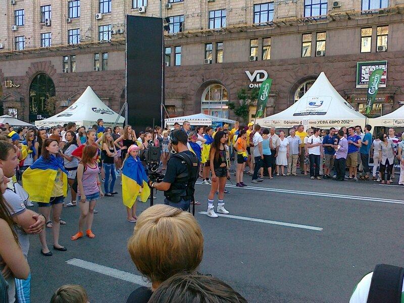 Руслана руководит парадом поддержки украинской сборной