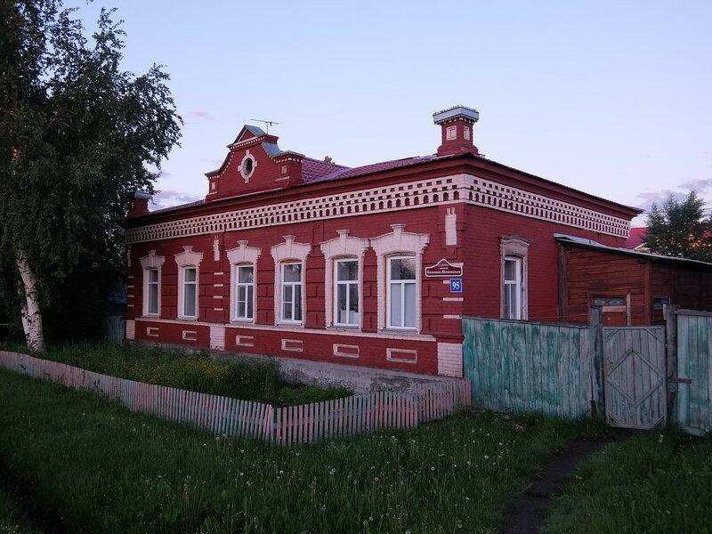 Мариинск - Здание на въезде в город