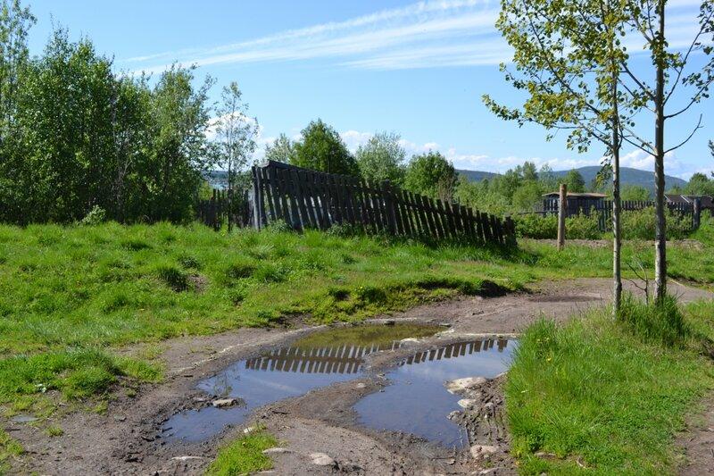 Усталый забор