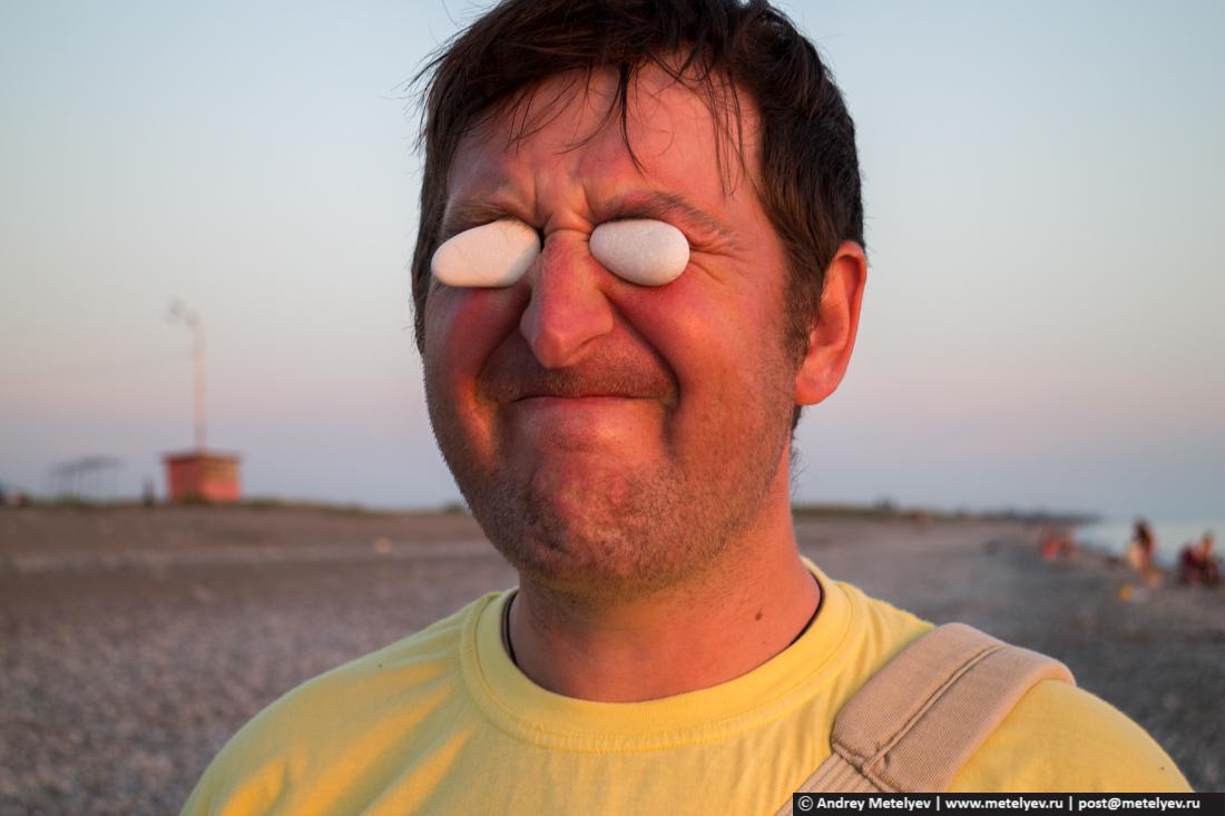 человек с каменными глазами