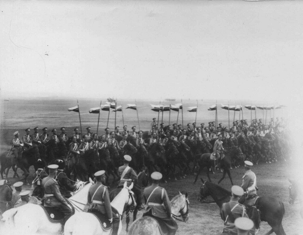22. Лейб-уланы на марш-параде. 30 июля 1912