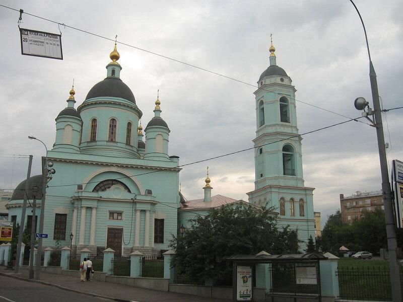 Церковь и остановка