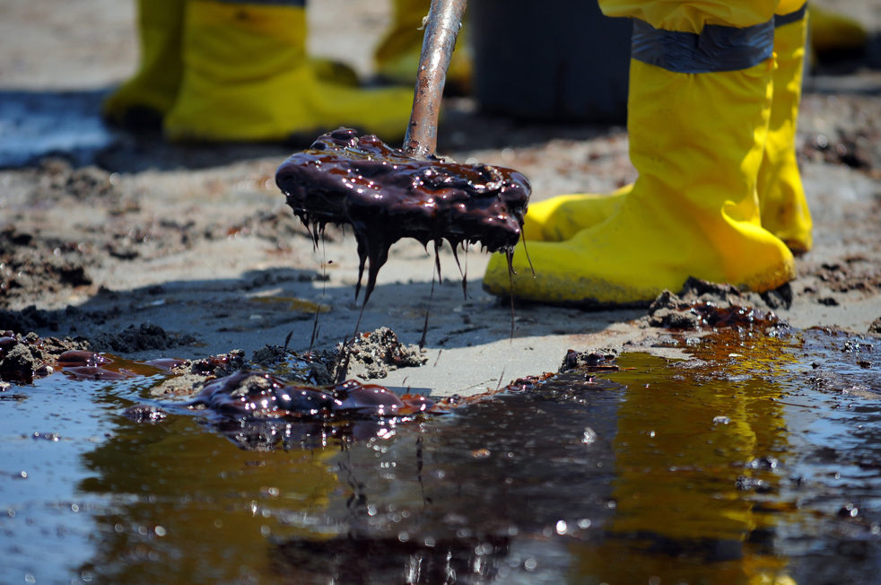 US NEWS OILSPILL 16 MI