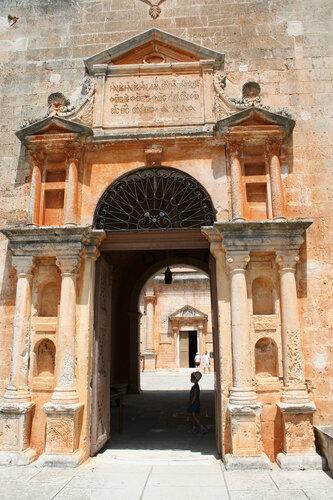 Ворота в Монастырь Aghia Triada