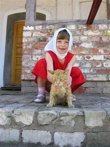 Девочка с рыжей кошкой
