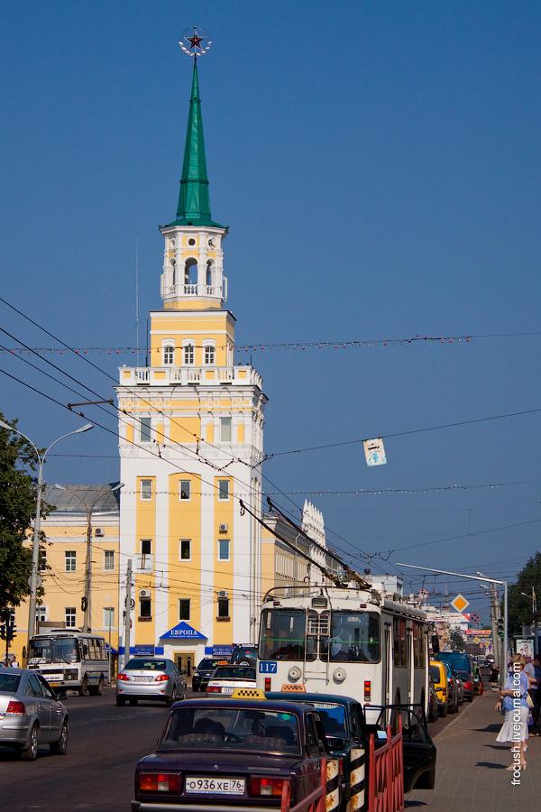 Здание бывших Вознесенских казарм, шатровая башня со звездой