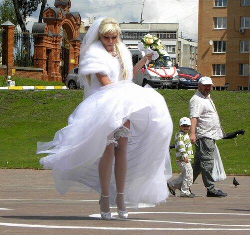 Студентов минет видео невеста наступает на платье видно трусы