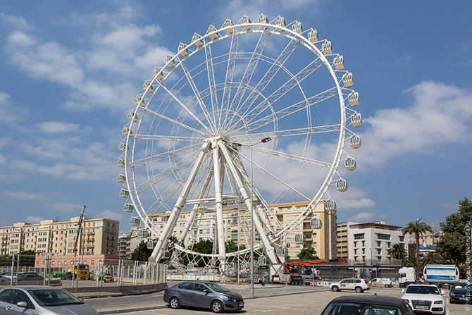 Фото, как собирают 70 метровое колесо обозрения на ровном месте
