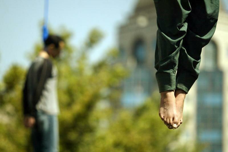 Картинки по запросу повешение на автокране в иране