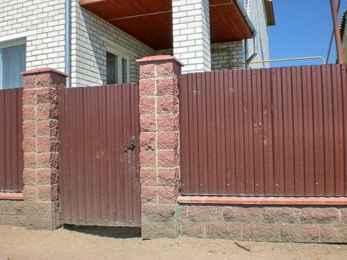 Крышка бетонная 4-х скатная для столбов заборов, 450мм х 450мм, фото и примеры применения в дизайне