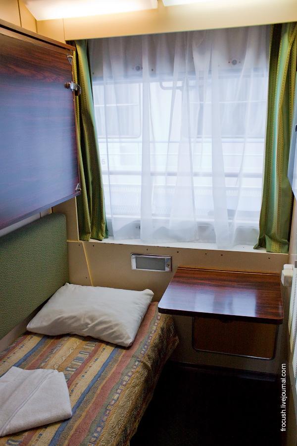 Двухместная двухъярусная каюта №360 на средней палубе теплохода «Санкт-Петербург»