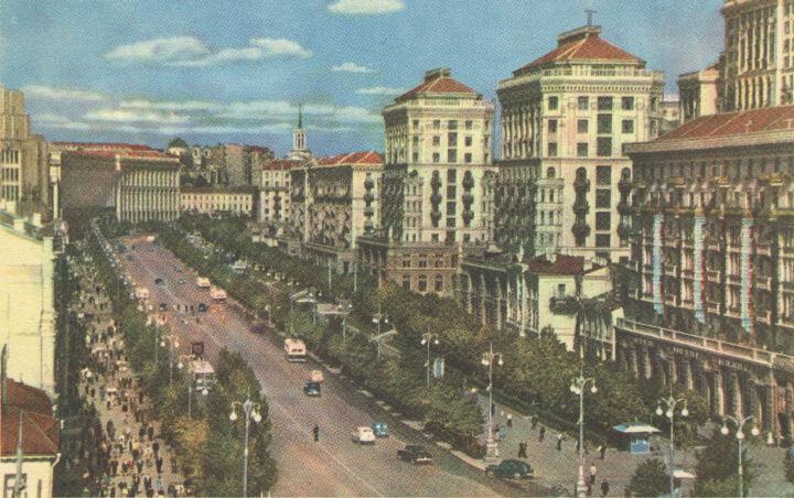 Впрочем, главная улица столицы Украины обладает двумя особенностями.