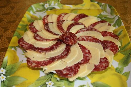 Как нарезать колбасу и сыр красиво своими руками фото