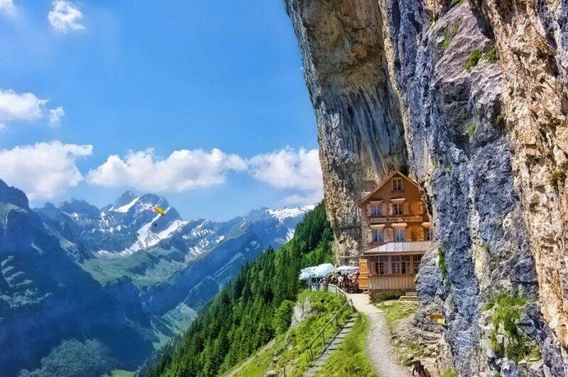 церковь в швейцарских Альпах