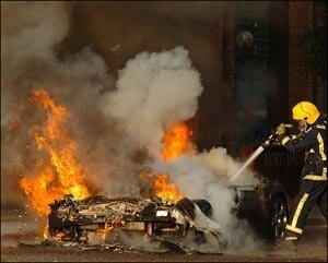 На автостоянке во Владивостоке сгорело восемь машин
