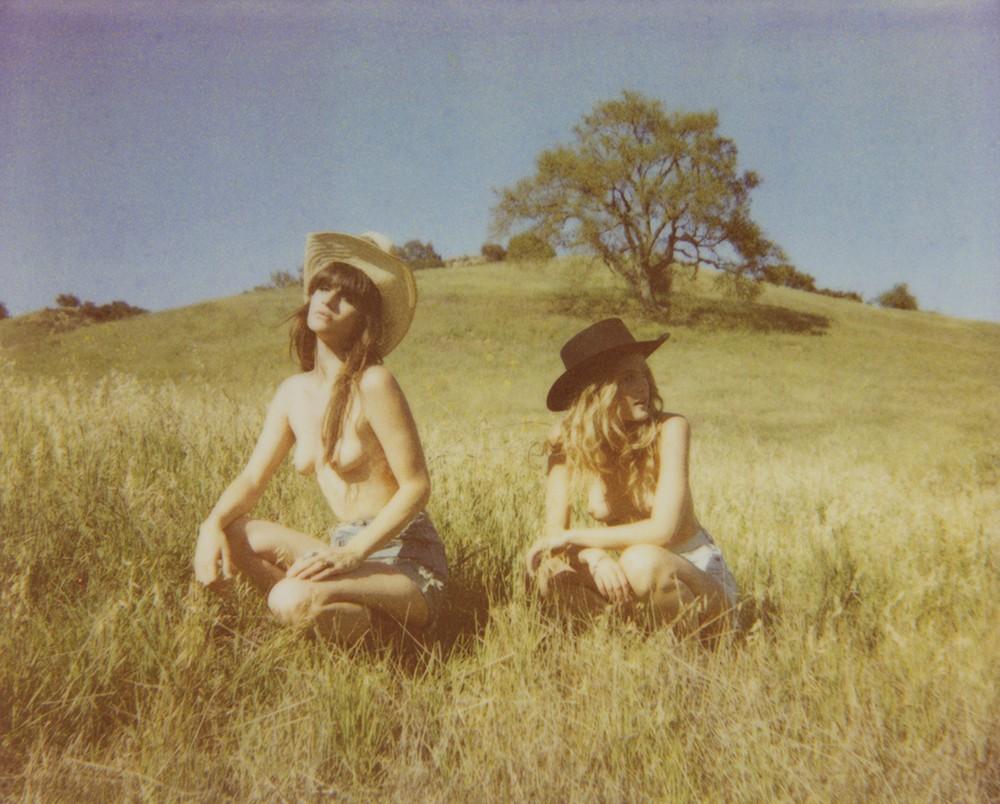 Девушки на снимках Хлои Афтел