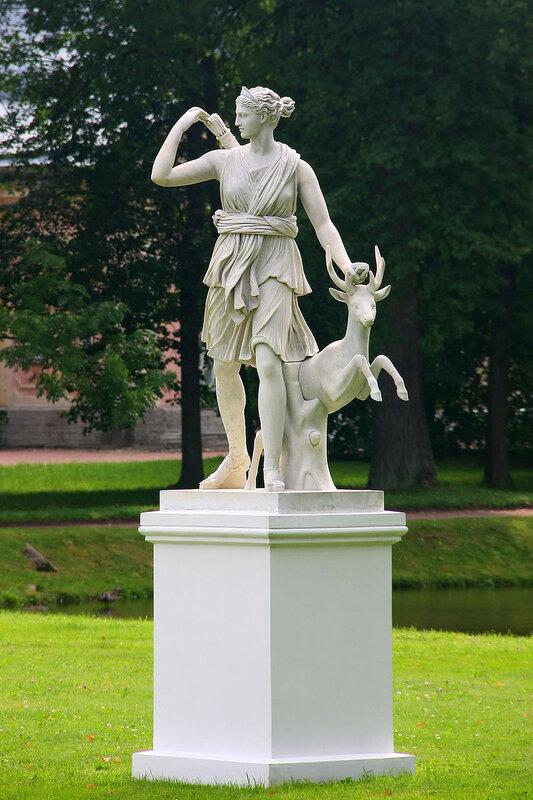 Мраморная скульптура Диана с ланью у Китайского дворца. Ораниенбаум