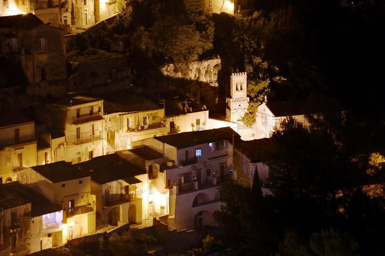 Ночная Рагуза. Ибла. Церковь Святой Варвары (Chiesa di Santa Barbara)