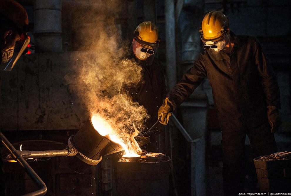 9. В цехах металлургического производства изготавливают детали размером от трети спичечного кор