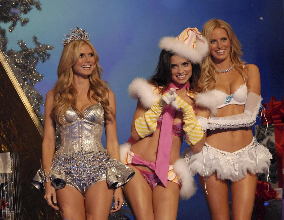 4. 2007 г., бюджет шоу: $10 млн На представлении в Лос-Анджелесе компания продемонстрировала бюстгал