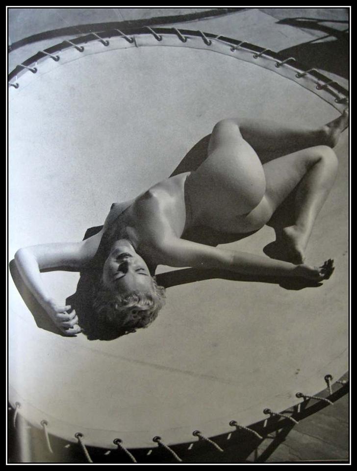 Фотограф Андре де Динес знаменит и своими снимками Мэрилин Монро, и кадрами в стиле ню. Но ему не уд