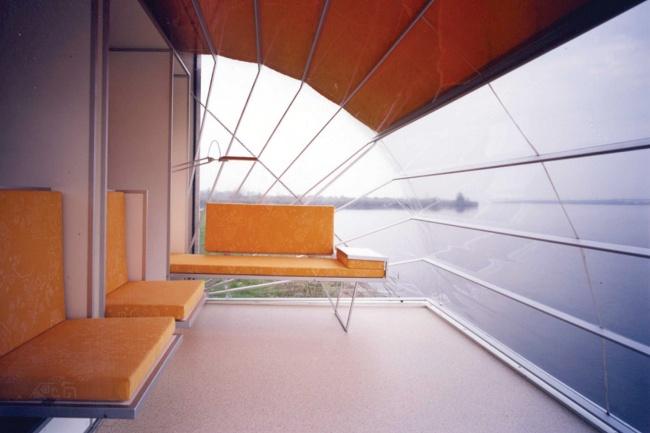 © transformabledesign.com  Гостиная неменее шикарна, сидя вней, можно любоваться природой и
